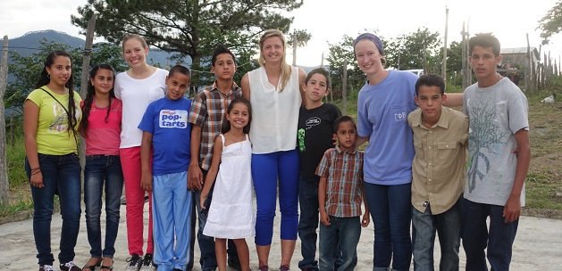 Encuentro Students with Kids